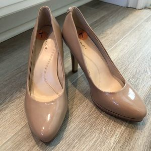 TAHARI Gallery Pump in Nude